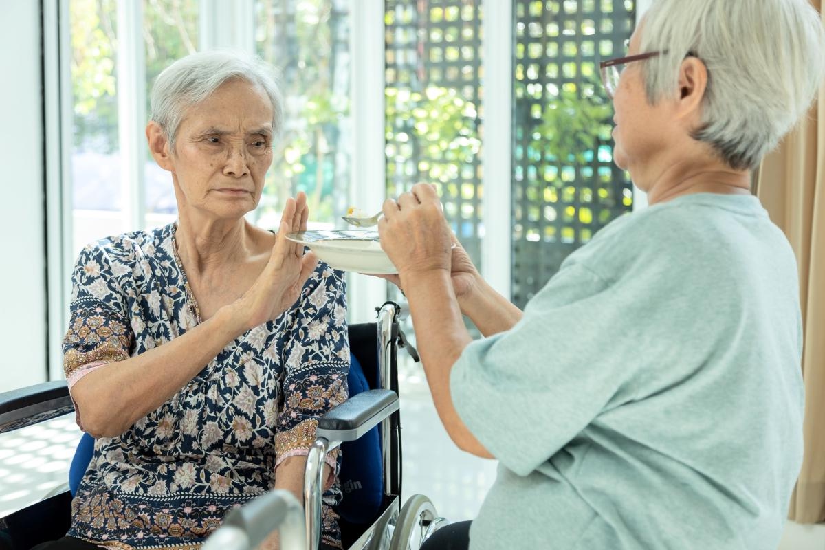 食欲不振の高齢者の写真