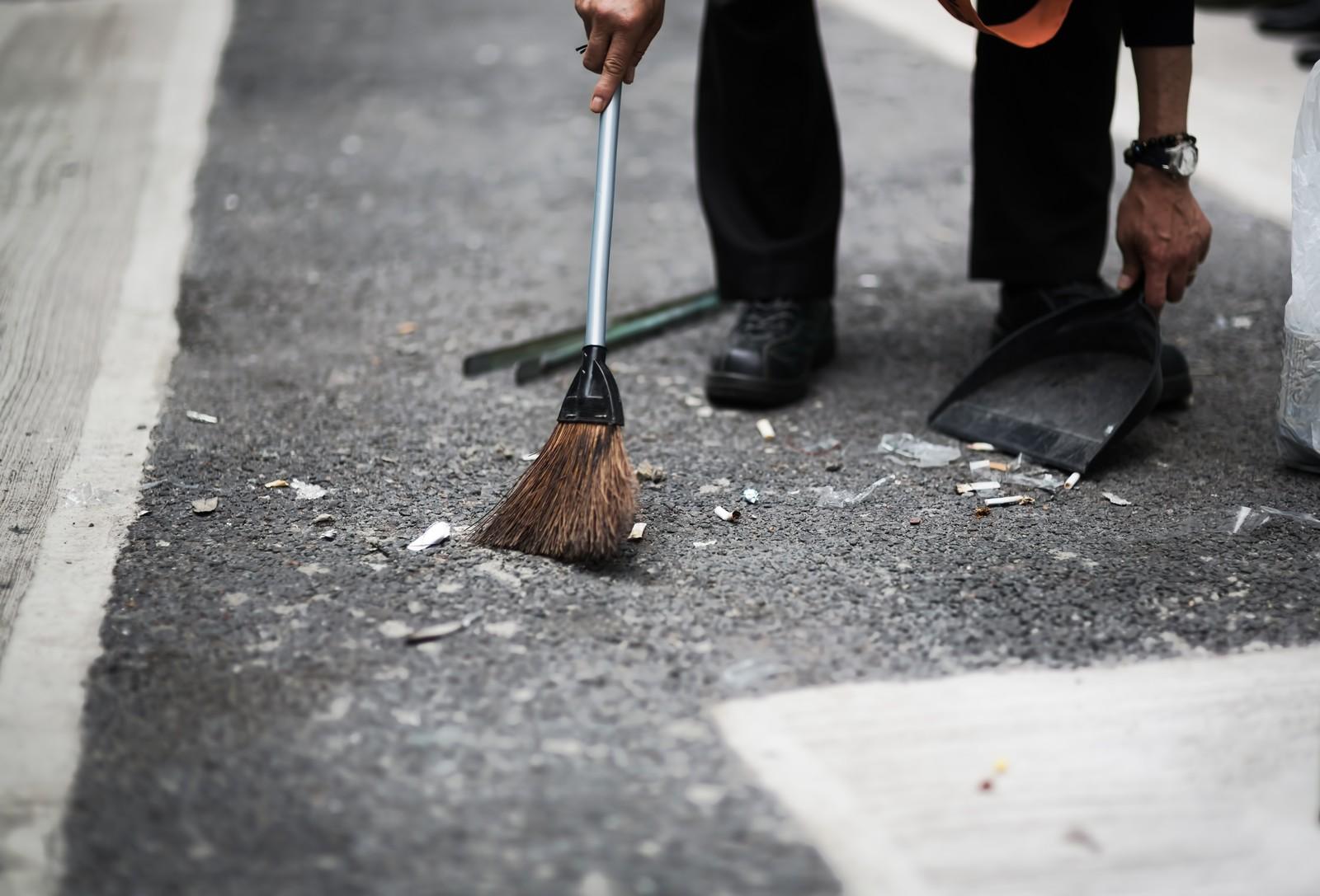 掃除をしている写真