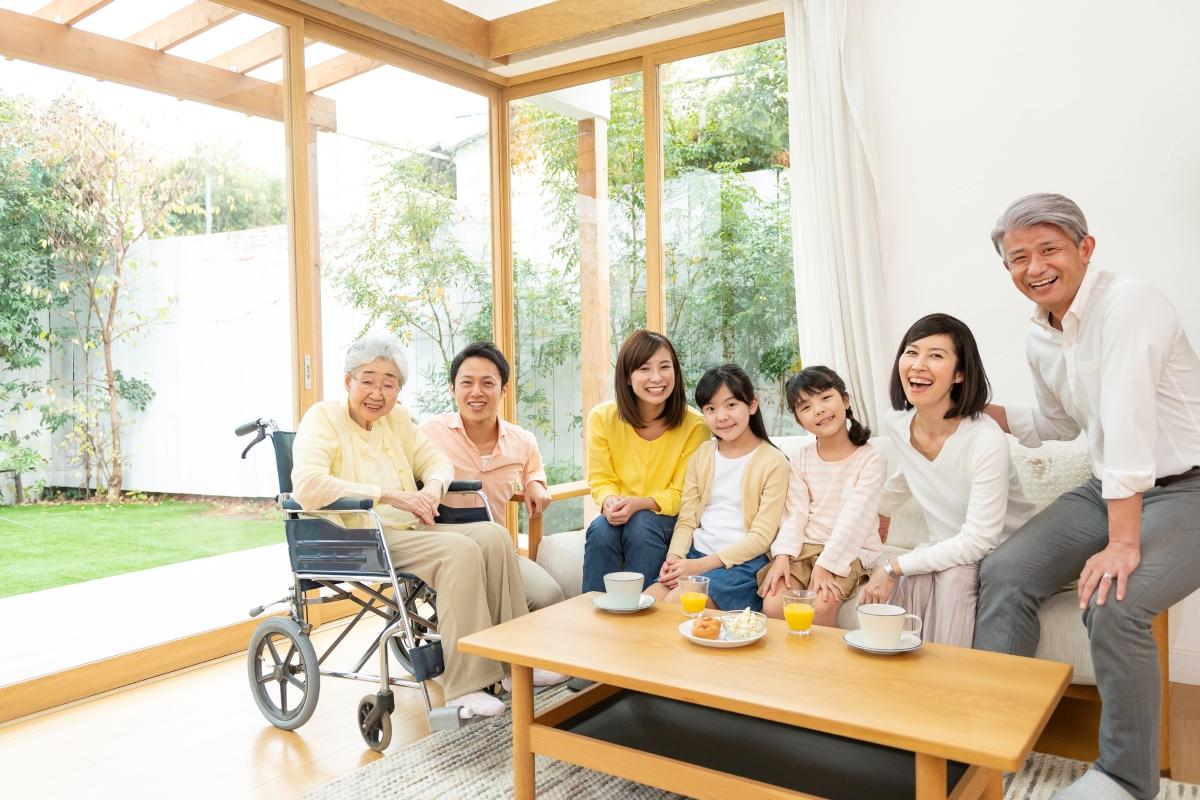 三世帯家族の集合写真