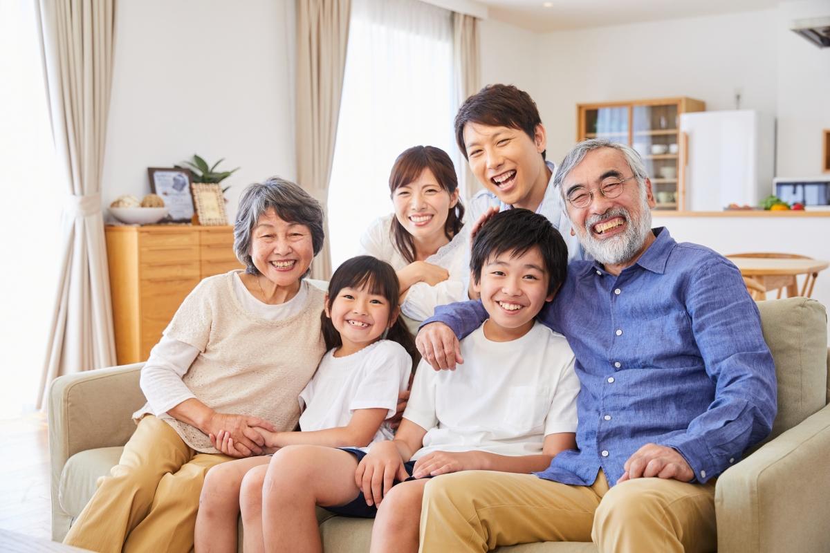 幸せな家族の写真