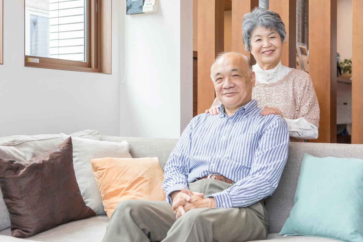笑顔の高齢夫婦