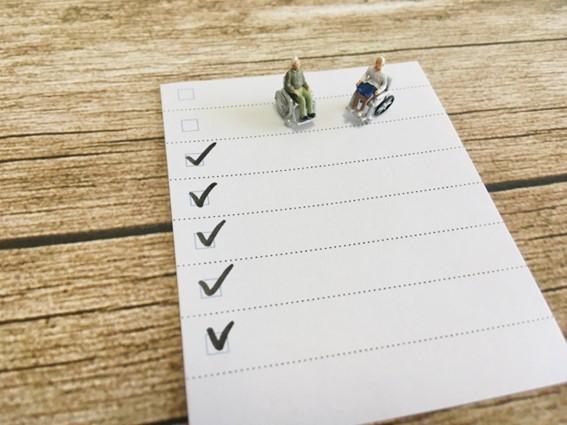 介護記録の書き方のコツをイメージしたチェックリスト
