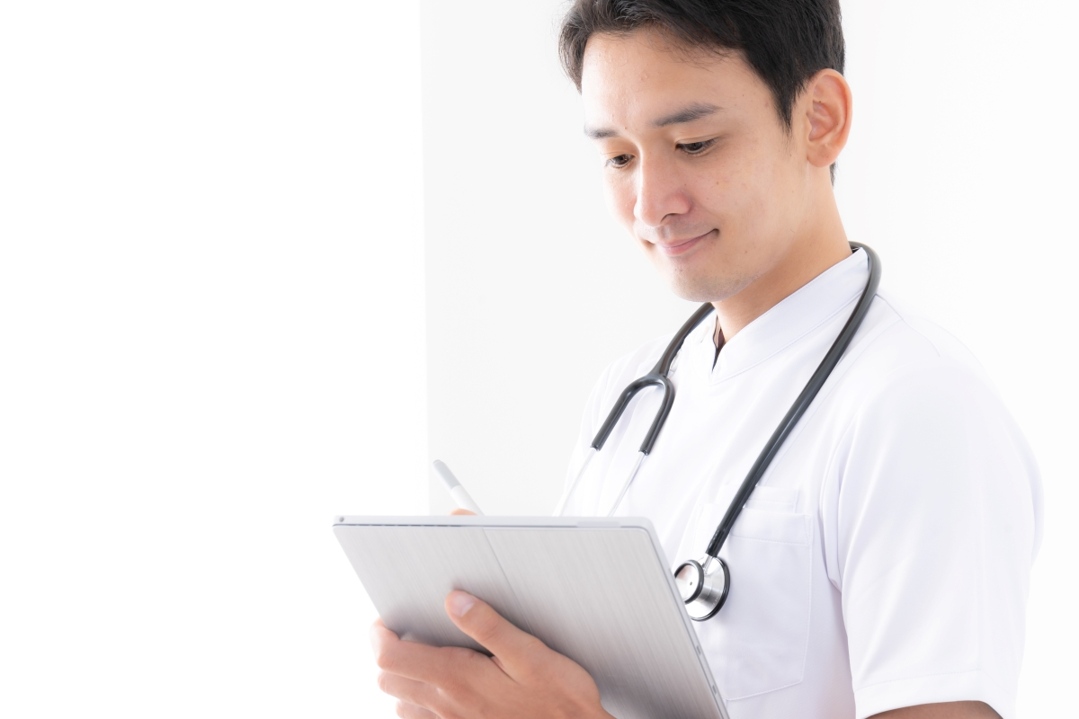 ADLを評価する医師の写真