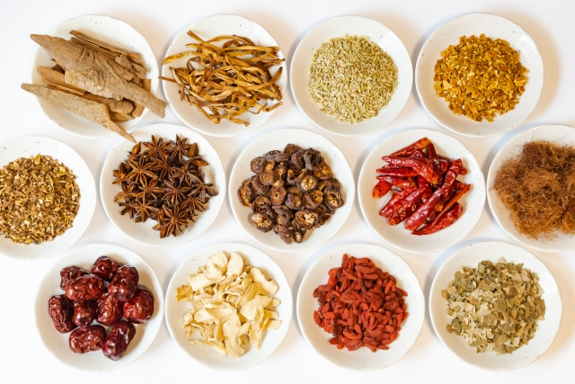 さまざまな漢方薬の写真